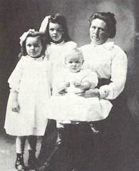 Belle Gunness with her children